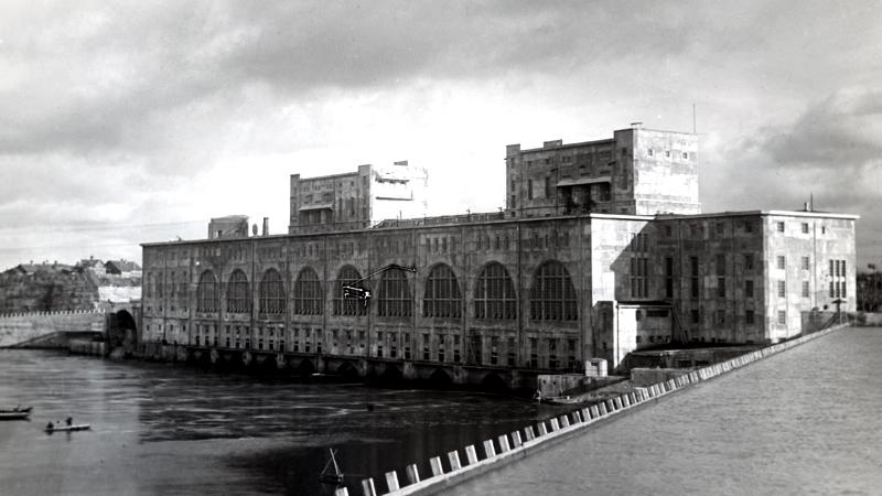 1926: Пуск Волховской ГЭС