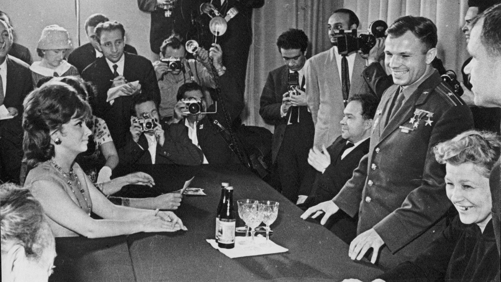 1961 год. Юрий Гагарин и Джина Лолобриджида на II ММКФ