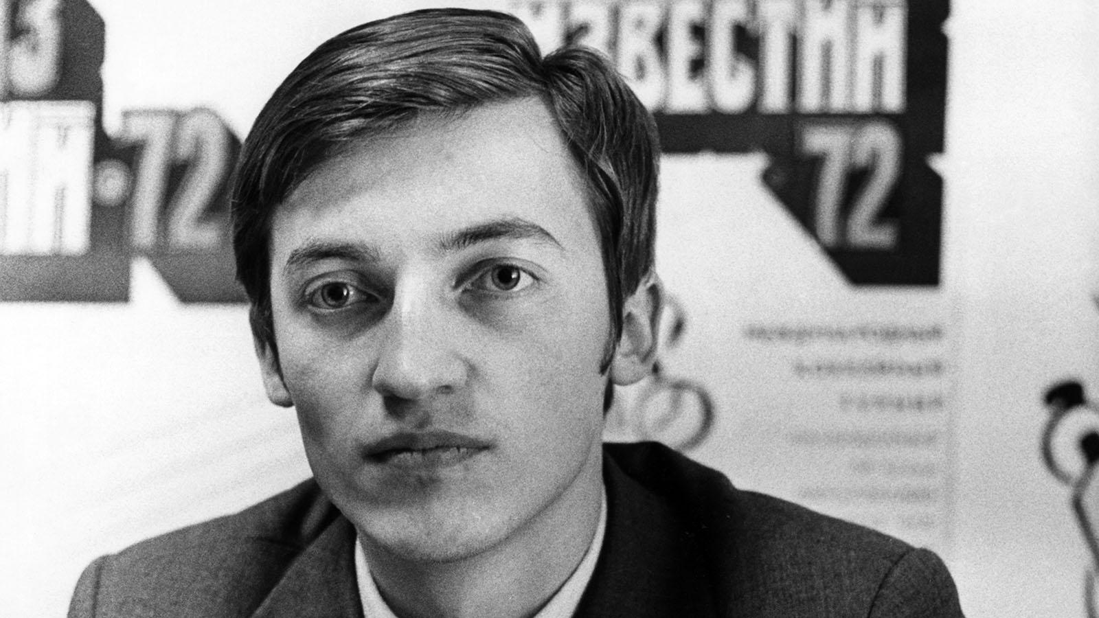 В 1978 году в Багио (Филиппины) за шахматную корону сражались Анатолий Карпов и Виктор Корчной. После долгой и упорной борьбы матч века, как его тогда называли, завершился победой Анатолия Карпова. Страна вздохнула с облегчением… 27 июля 1976 года чемпион СССР Виктор Корчной, находясь на соревнованиях в Амстердаме, попросил политического убежища. Свой шаг он объяснял простым желанием свободно играть в шахматы, не подчиняясь законам и регламентам авторитарного государства.  Но шахматисту предоставили только вид на жительство. Гражданство он получит через 10 лет.